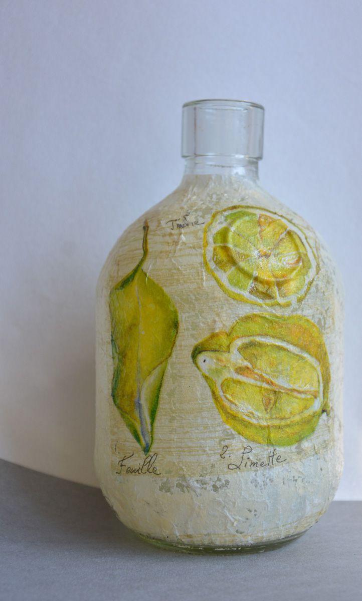 Riciclo creativo: Bottiglia panciuta  decorata con tovagliolo con limoni