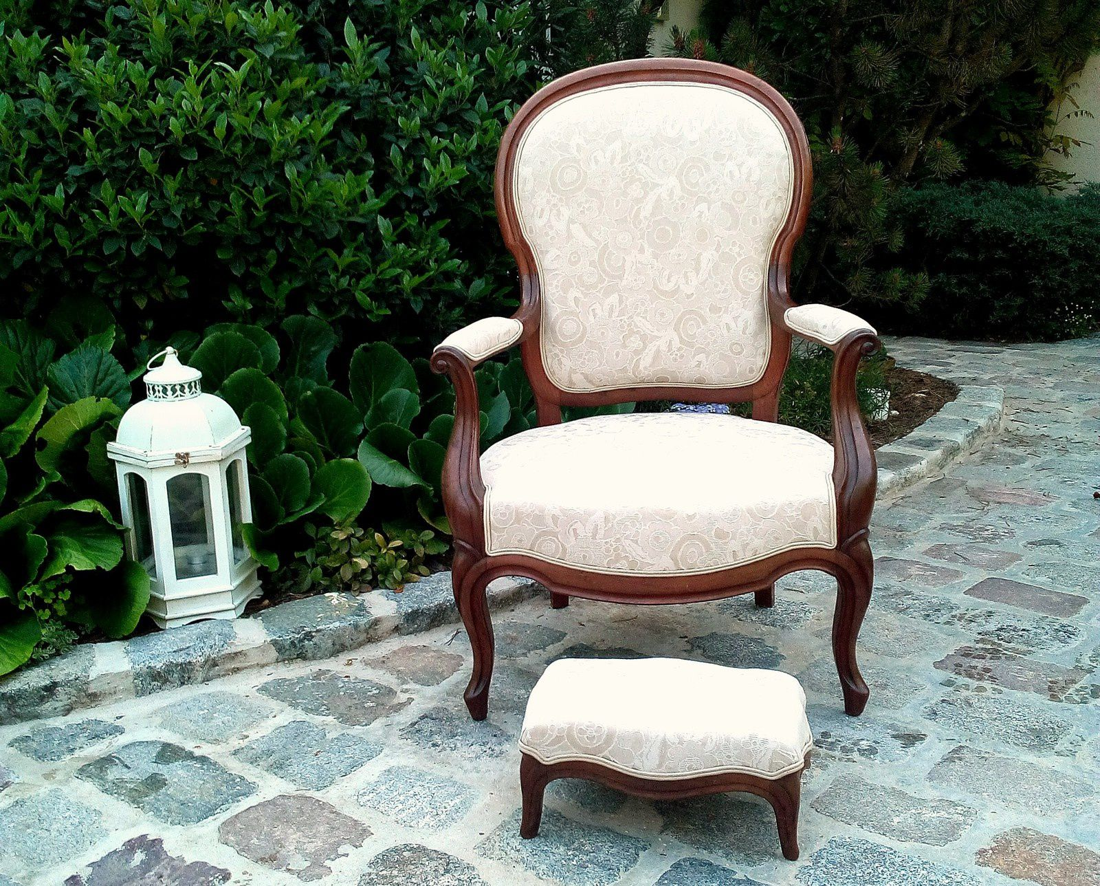 Fauteuil Louis Philippe, garniture traditionnelle, finition double-passepoil