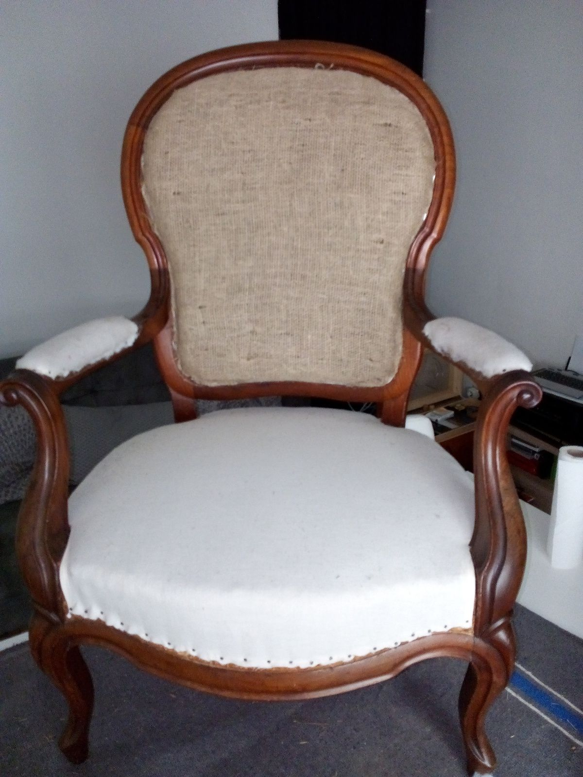 Fauteuil Louis Philippe, garniture traditionnelle, finition double-passepoil