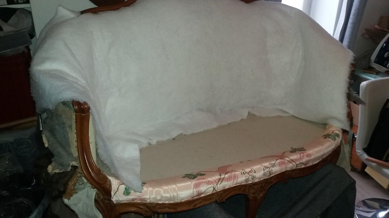 Couverture d'un petit canapé corbeille de style Louis XV