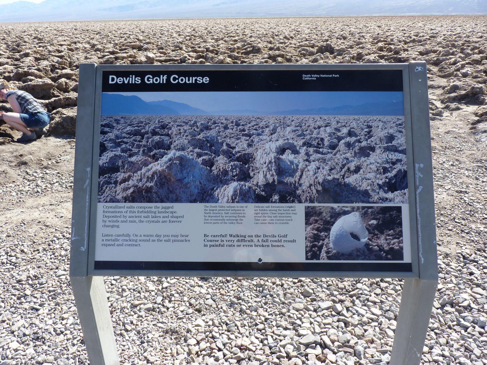La mer de sel et de boue séchée (Devil's Golf Course).