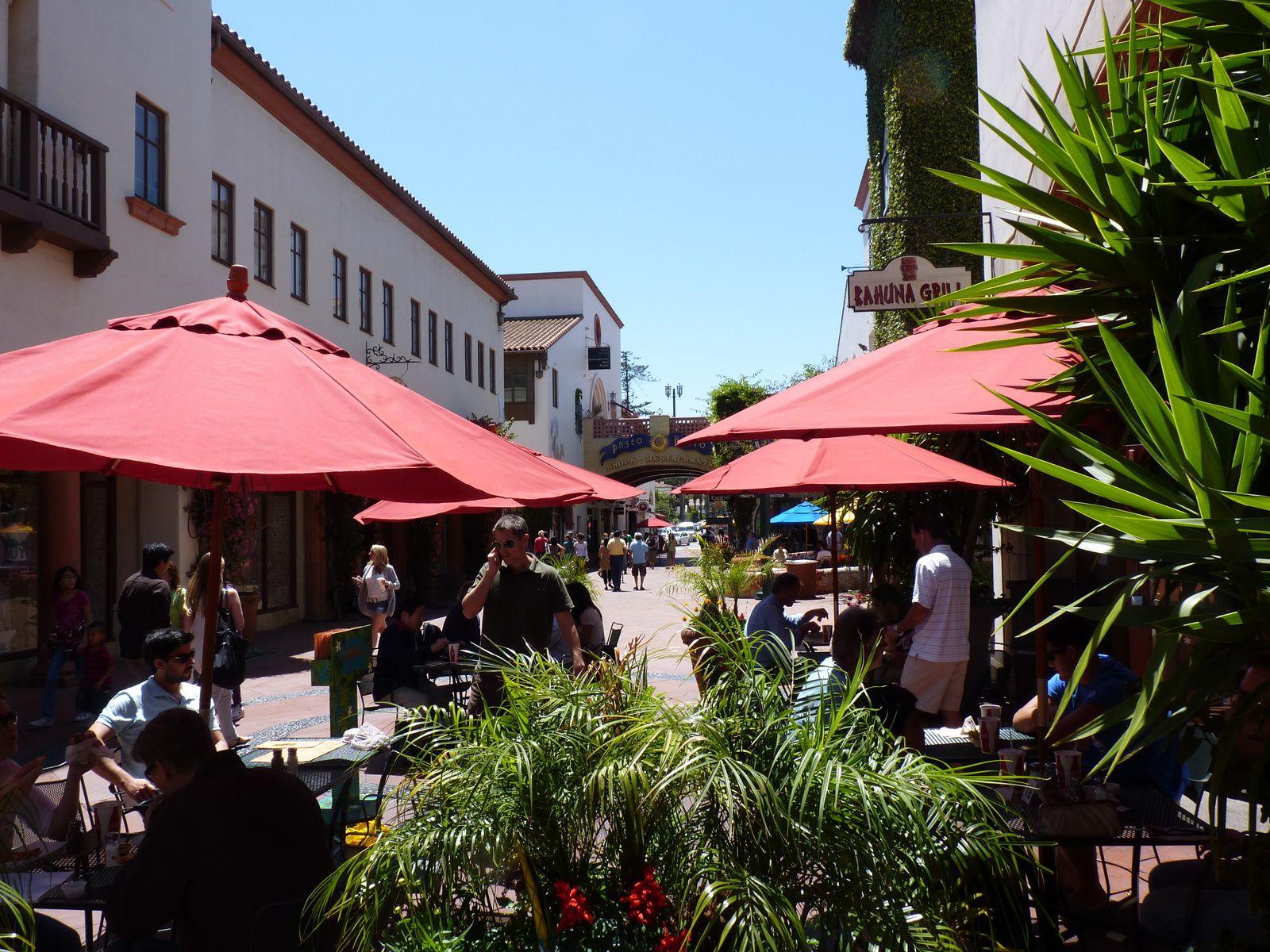 Santa Barbara représente le paradis californien par excellence, avec du soleil presque toute l'année. Plages superbes et batiments de style hispanique font de cette ville une destination touristique de première ordre. Il s'agit de l'une des destinations préférées des californiens.