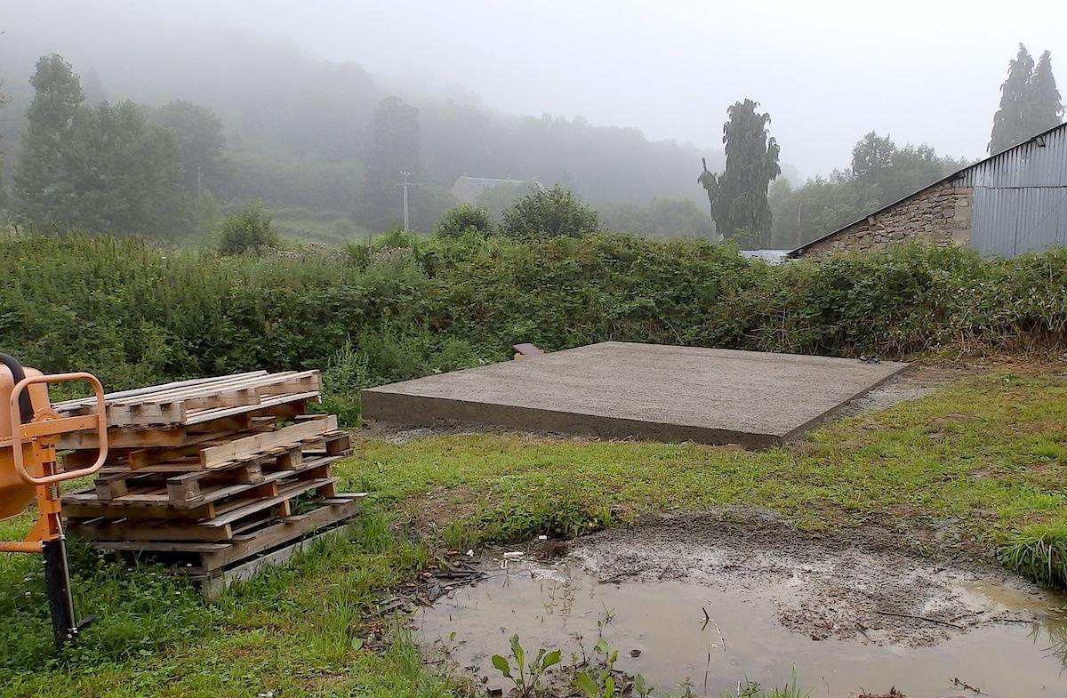Comment Placer Des Dalles De Jardin opération abri de jardin - la grange de lavaud