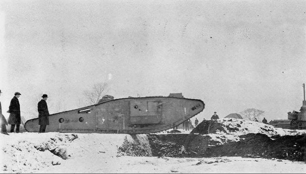 Tadpole WWI réservoir avec le mortier arrière - EMHAR au 1/72