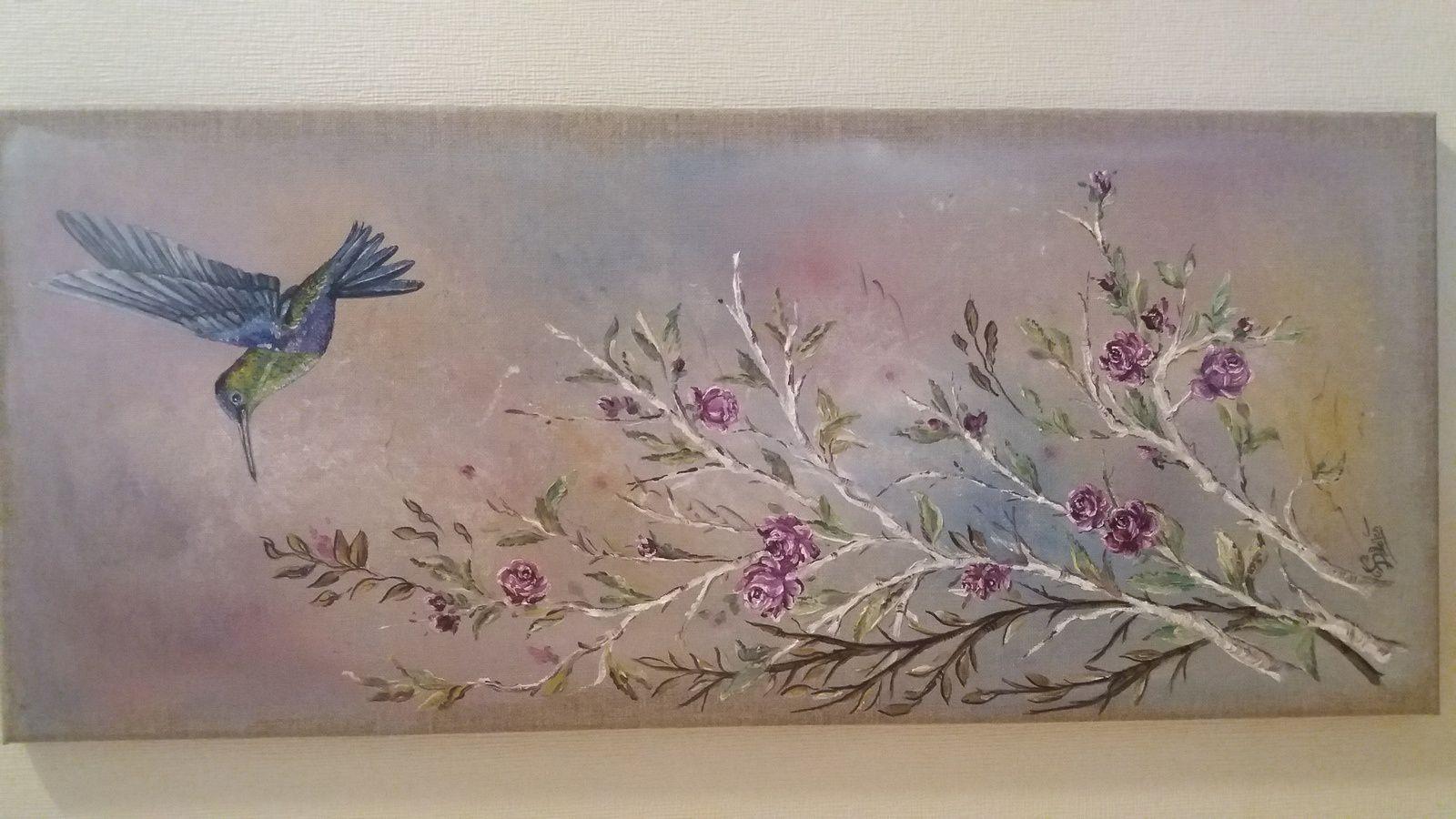 Tableau en acrylique, dessin en crayons de couleurs, plateau en acrylique et petits oiseaux en porcelaine froide.