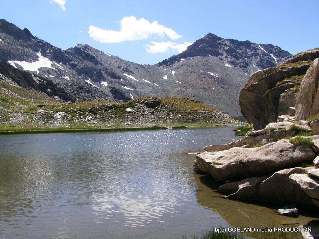 Lac et refuge de la Blanche, lacs Blanchets et Aiguille des Toillis