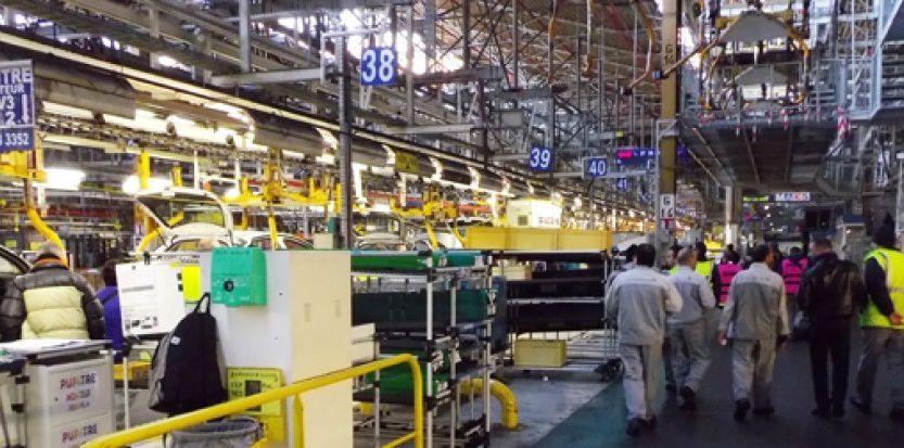 PSA va engager des discussions avec les syndicats pour améliorer la compétitivité de ses sites de production français affirme le Figaro