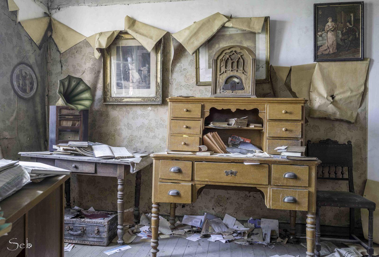 Urbex Alsace, La maison aux mille sacs