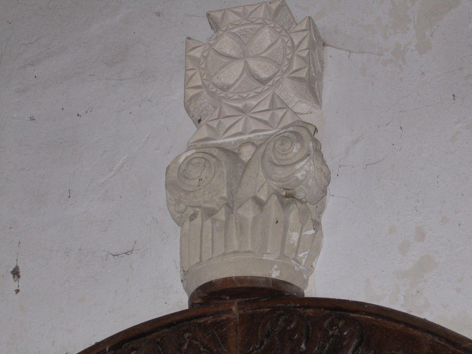 Chapiteaux provenant de la chapelle du château de Viantais