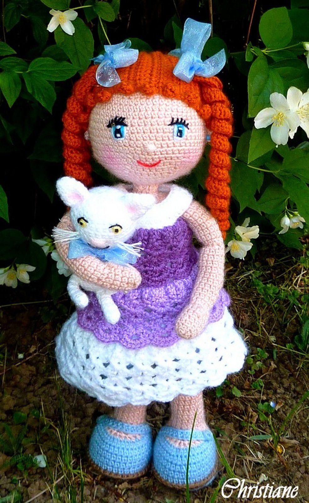 Alexa et son joli petit chat blanc