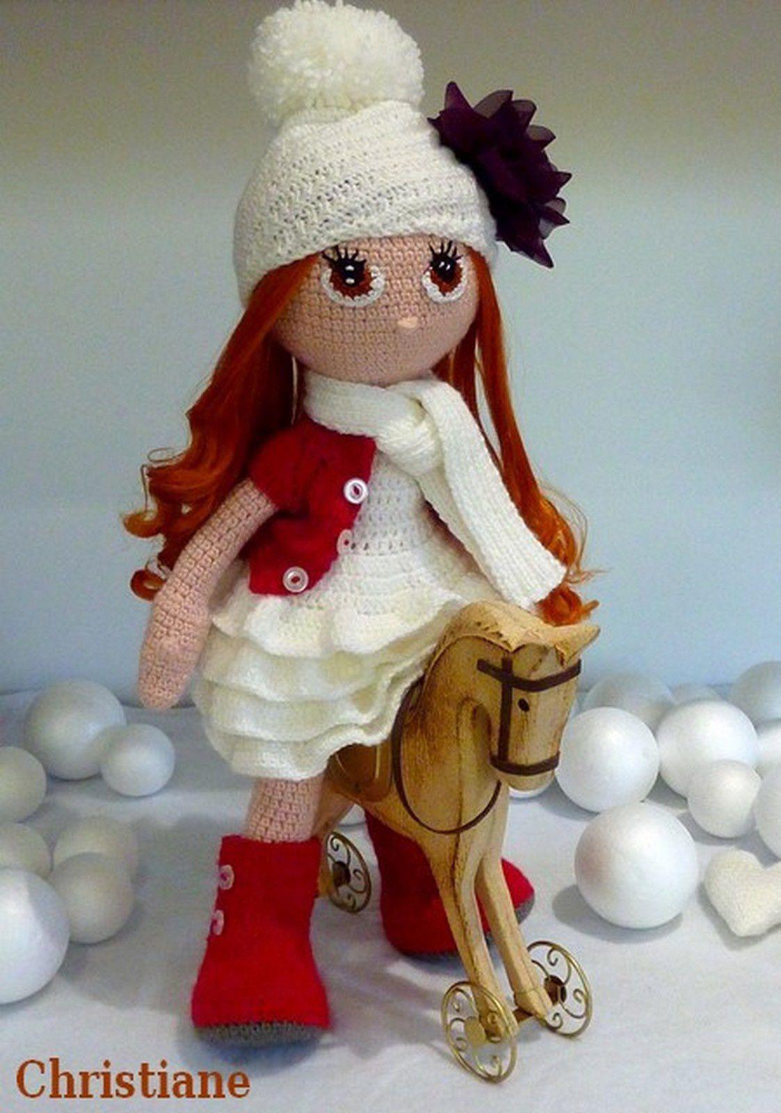 Poupée Simonette en tenue festive