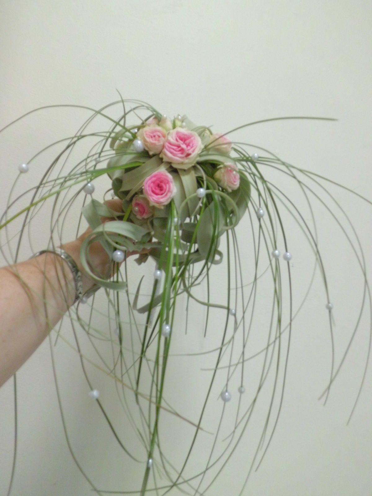 """Bouquet """"Perle"""" retombant et aérien avec une plante de tillandsia"""