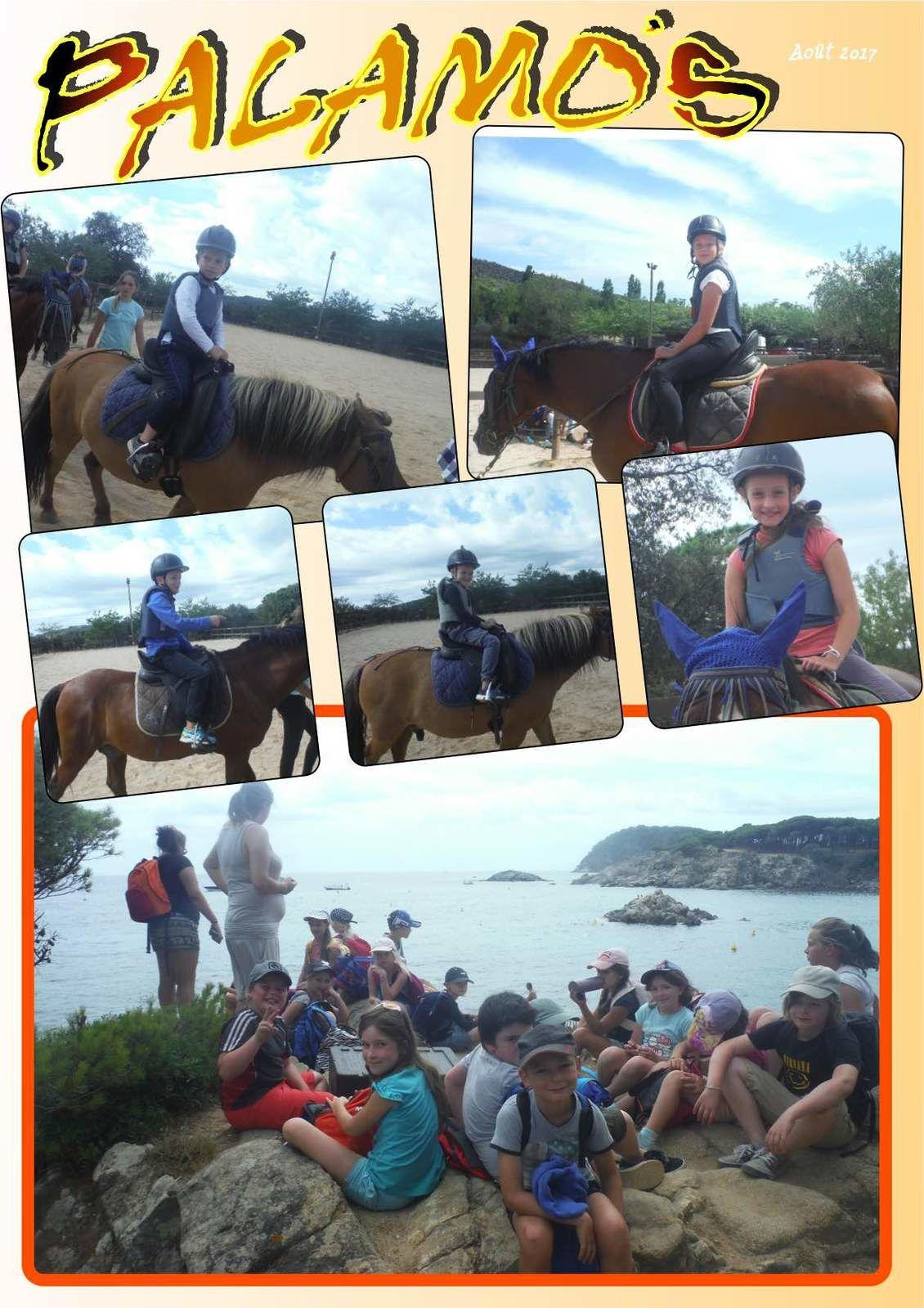 Les enfants pendant l'équitation et petite randonnée cotière