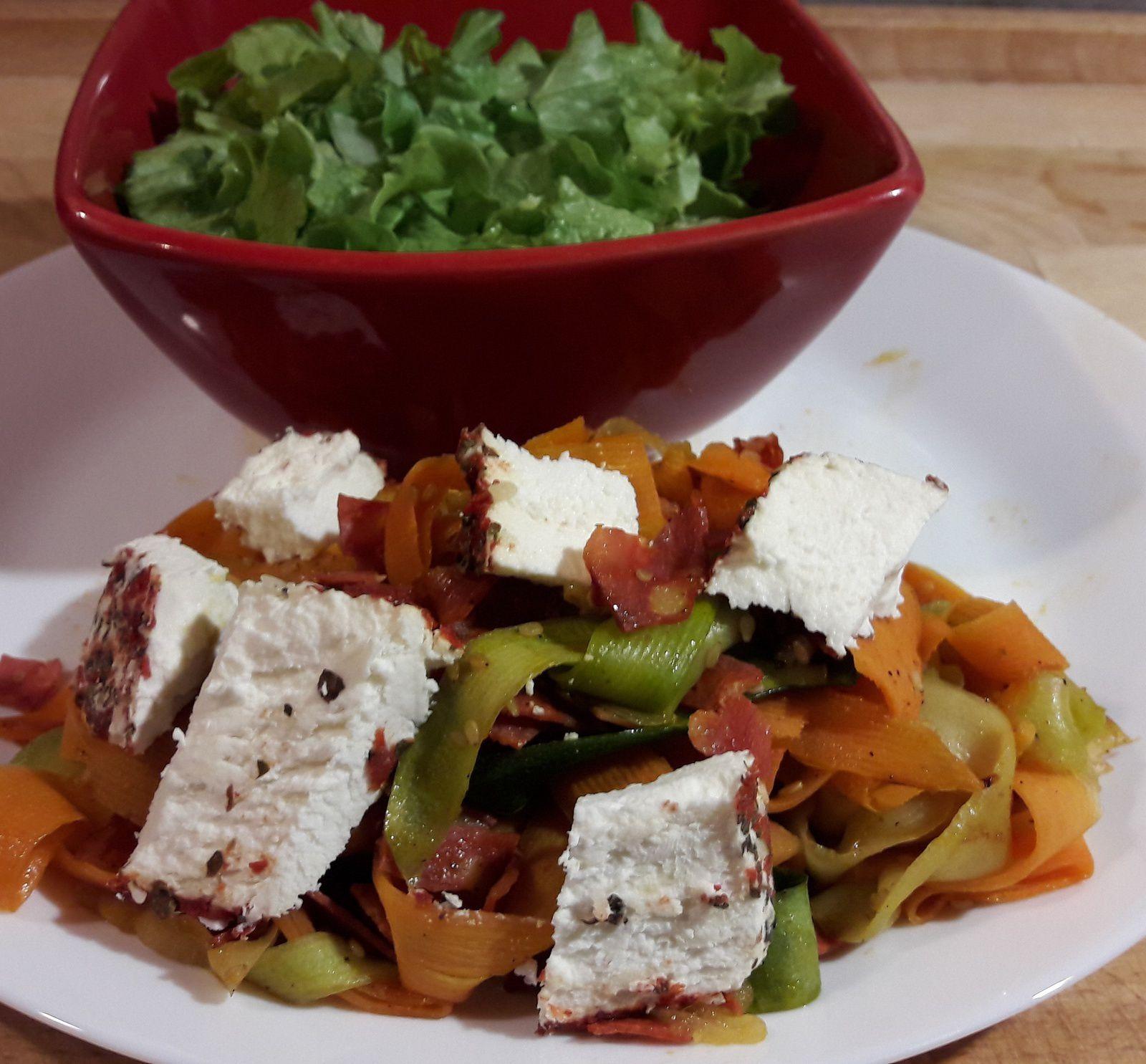 Tagliatelles de courgettes et carottes au chorizo et sésame