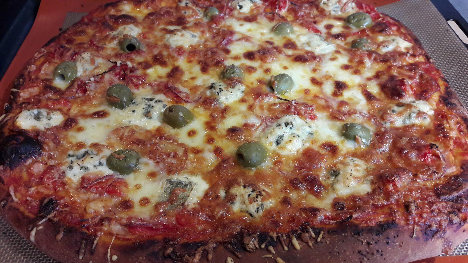Pizzas :  base tomate et base crème