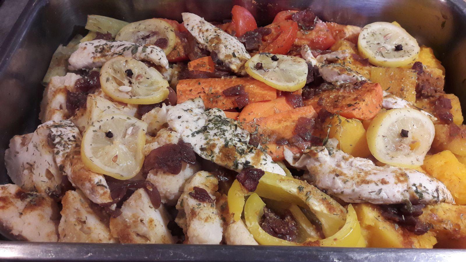 Légumes rôtis au citron confit et épices  . aiguillettes de poulet