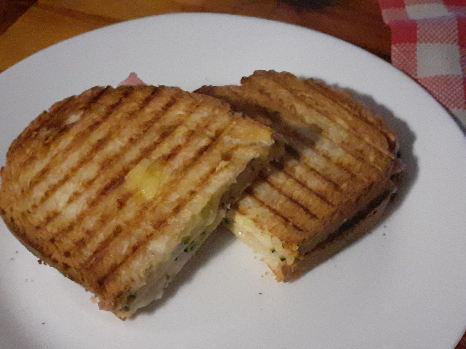 Grilled cheese. Jambon.courgette.3 fromages.