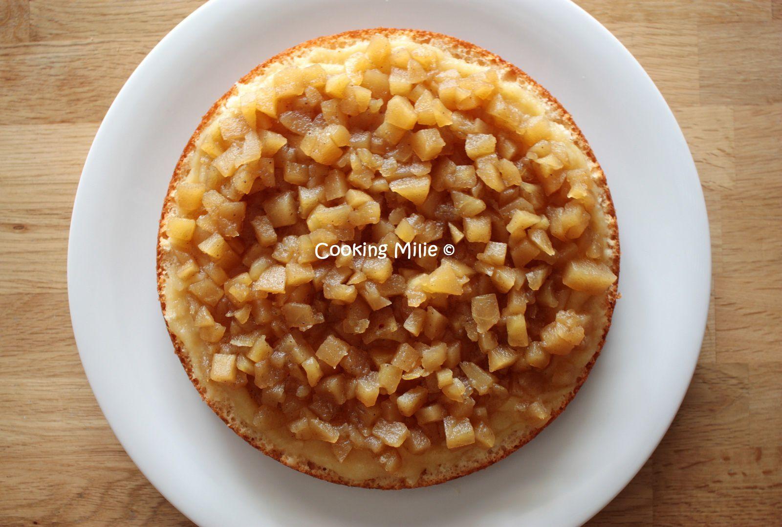 Gâteau au yaourt fourré à la compotée de pommes et vanille