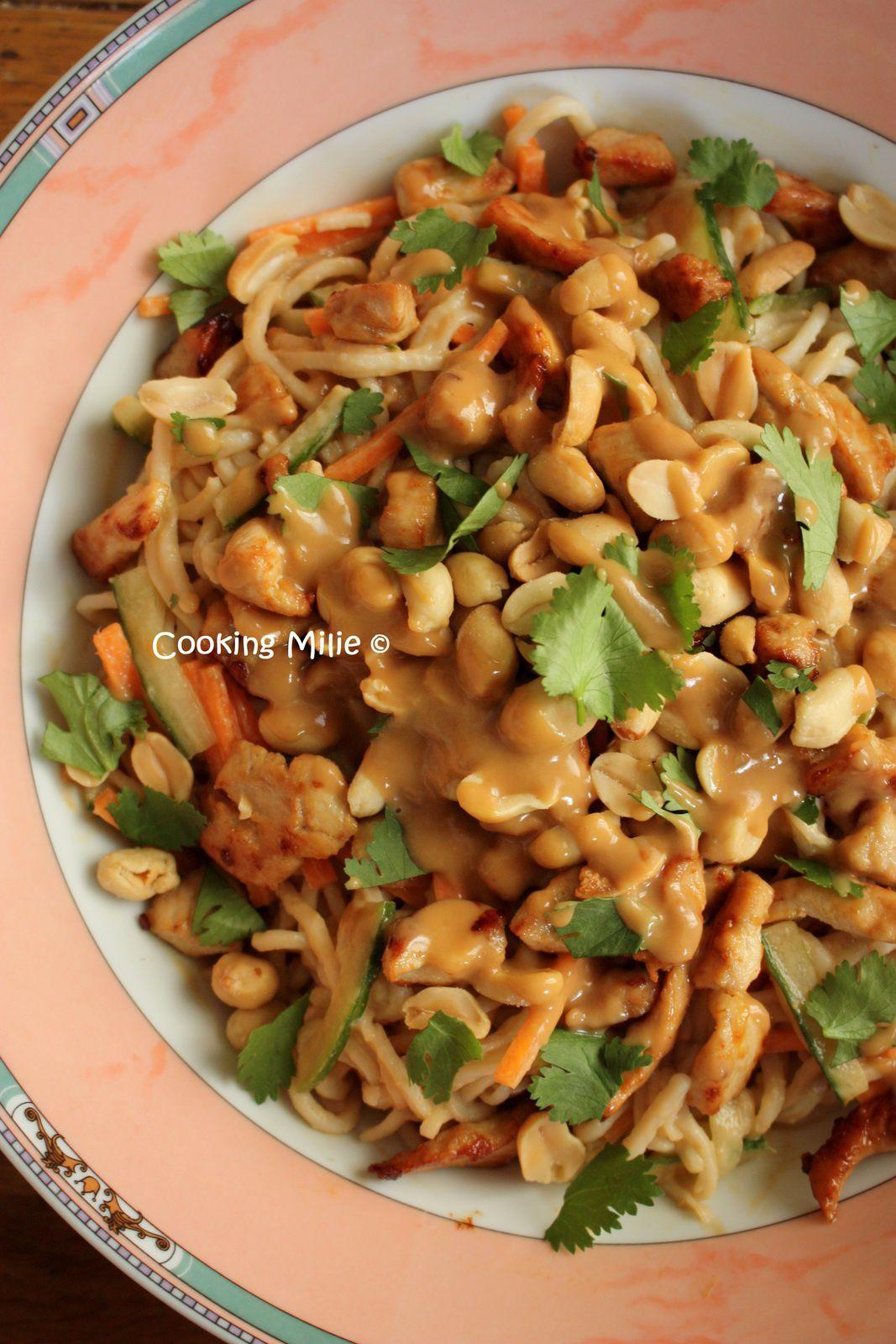 Salade de nouilles au poulet et au beurre de cacahuète