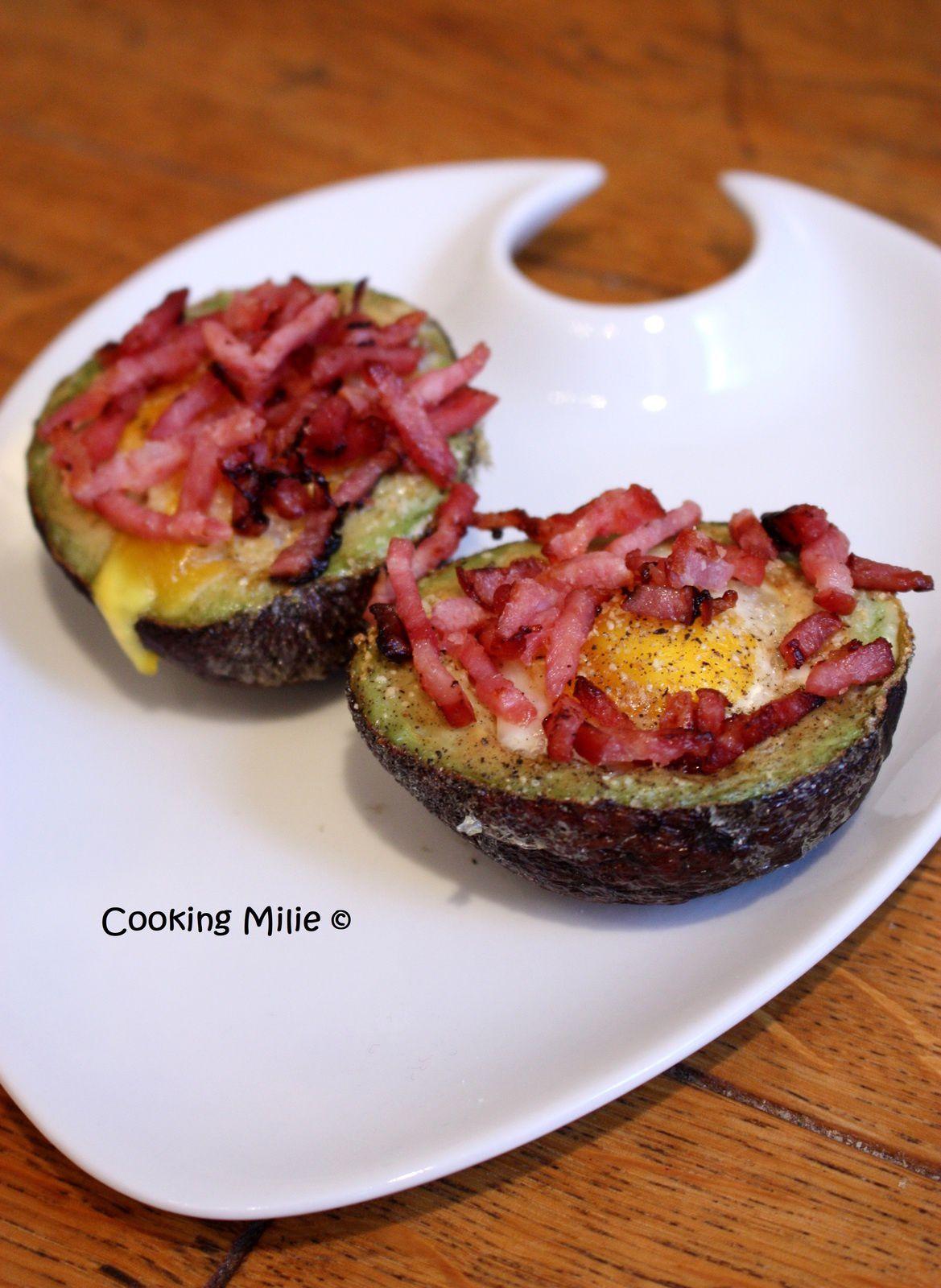 Avocat façon œuf cocotte au bacon