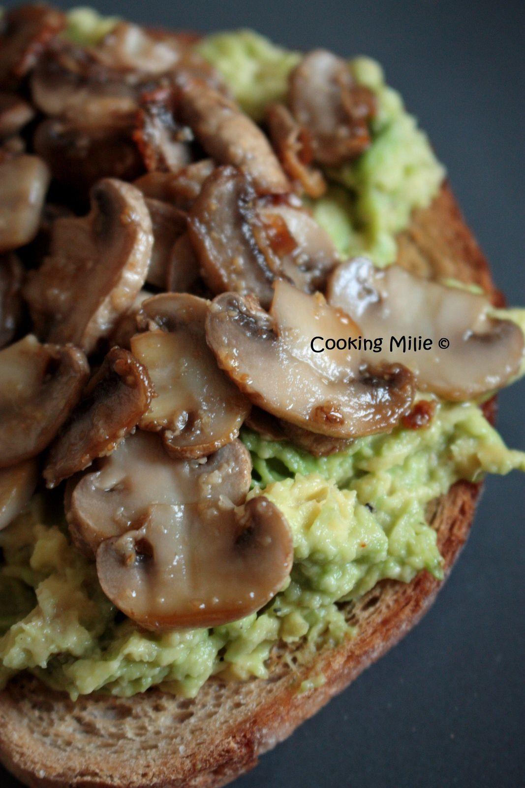 Avocado toast aux champignons de Paris