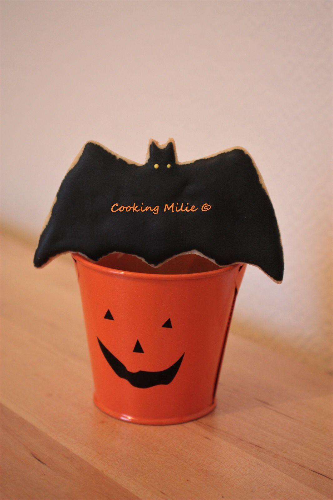 Halloween #27 - Bat cookies