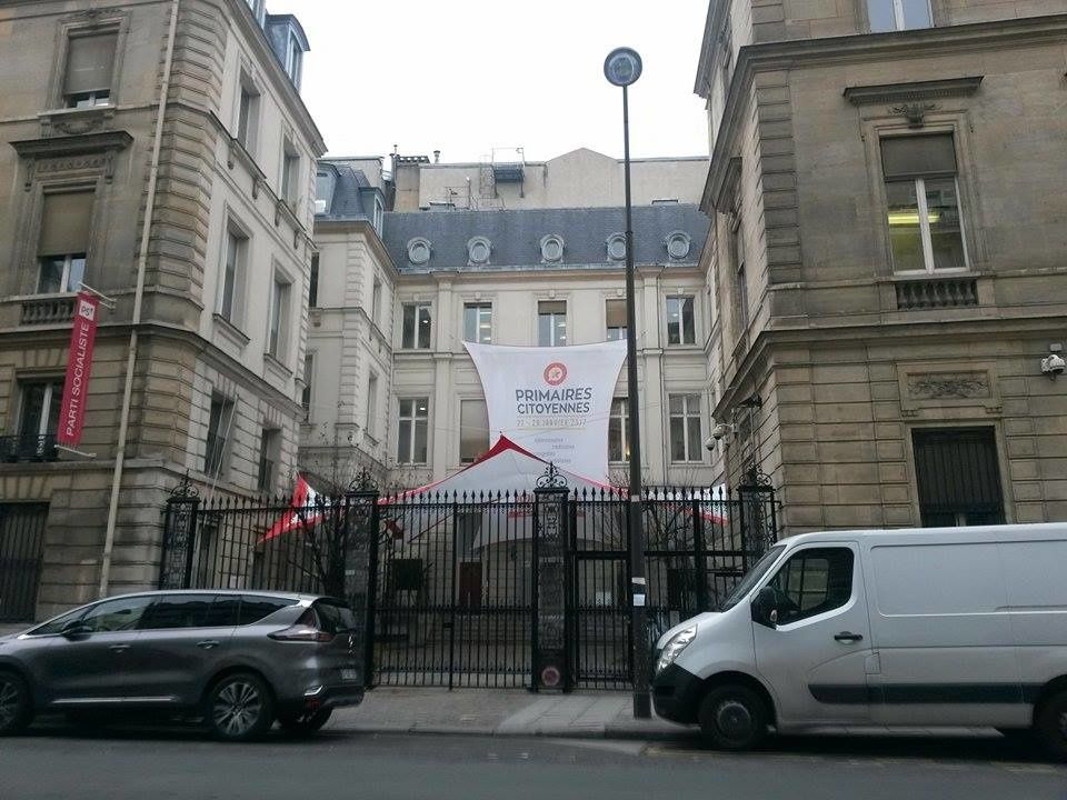 Au siège du Parti socialiste, la banderole de la primaire ouverte de la « Belle Alliance Populaire ». (Crédit photo © Sara Brites)