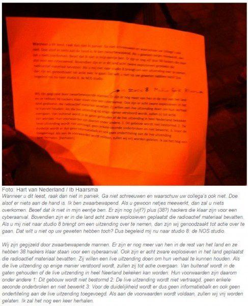 lettre détenue l'homme armé