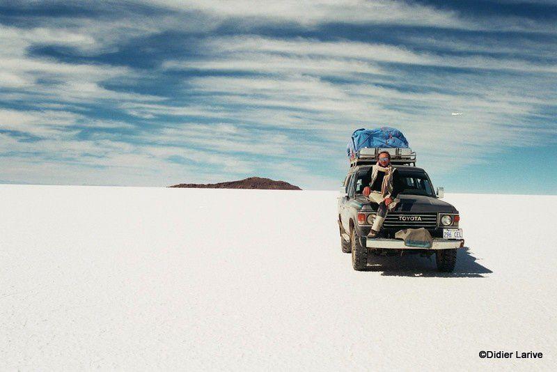 Le Salar d'Uyuni : 3653 m. Le plus grand désert de sel au monde ! Le sol est faconné par les vents, sur une mer intérieure à la poursuite d'iles fantômatqiues...Sur l'Isla de Los Pescadores, se trouve des cactus Trichoreus, dont certains mesurent plus de 12 mètres !