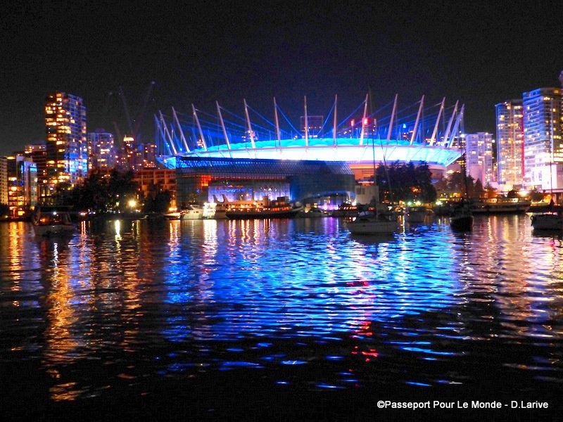 Science World et le stadium de nuit