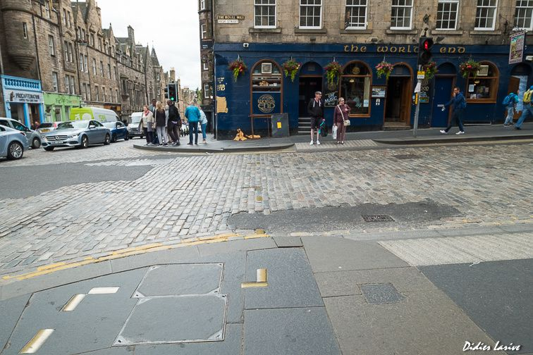 World's End pub Edinburgh St Mary's Street INSOLITE Pavés PAVEMENT