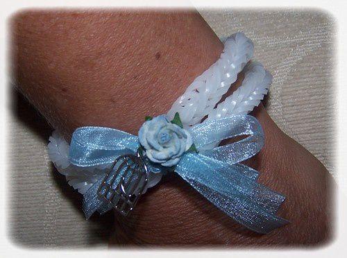 Un bracelet avec des élastiques