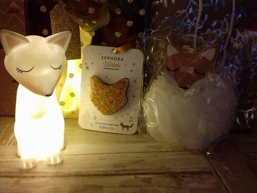 Beaucoup de cadeaux pour le bain et le maquillage, et également du thé dans une jolie boîte
