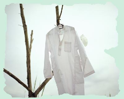 Porter le qamis ou le costume, cravate ?