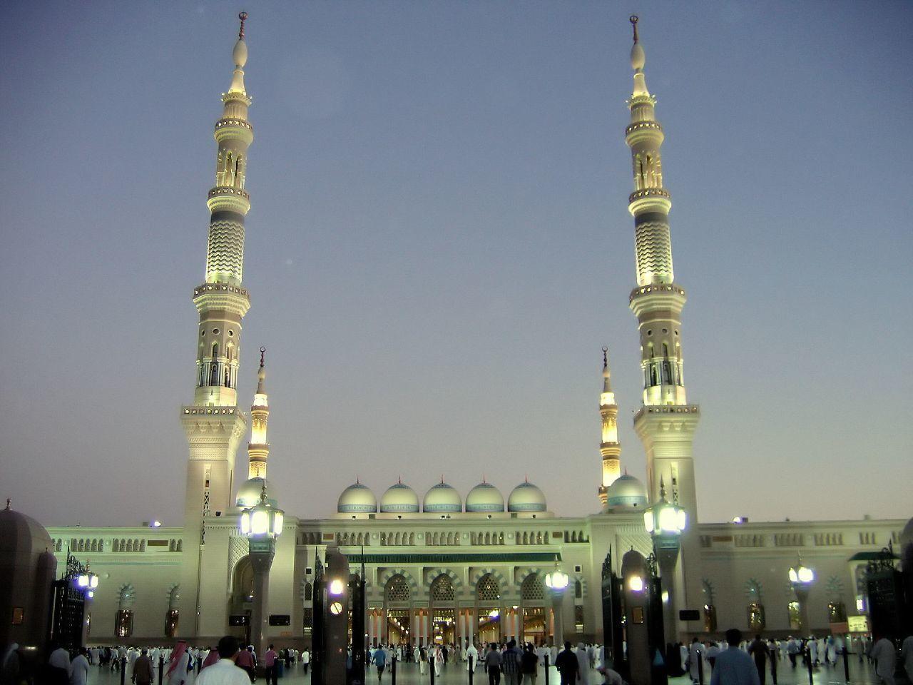 Le mauvais stationnement et les regroupement devant la mosquée