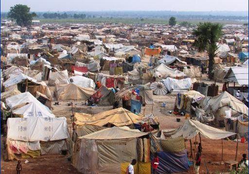 RCA: la faccia preoccupata campo riqualificazione umanitario Mpoko