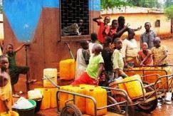 Centrafrique : la ruée vers les fontaines publiques à cause de la pénurie d'eau