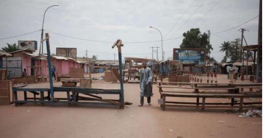 Le regain de violences à Bangui fait au moins 18morts, dont un casque bleu