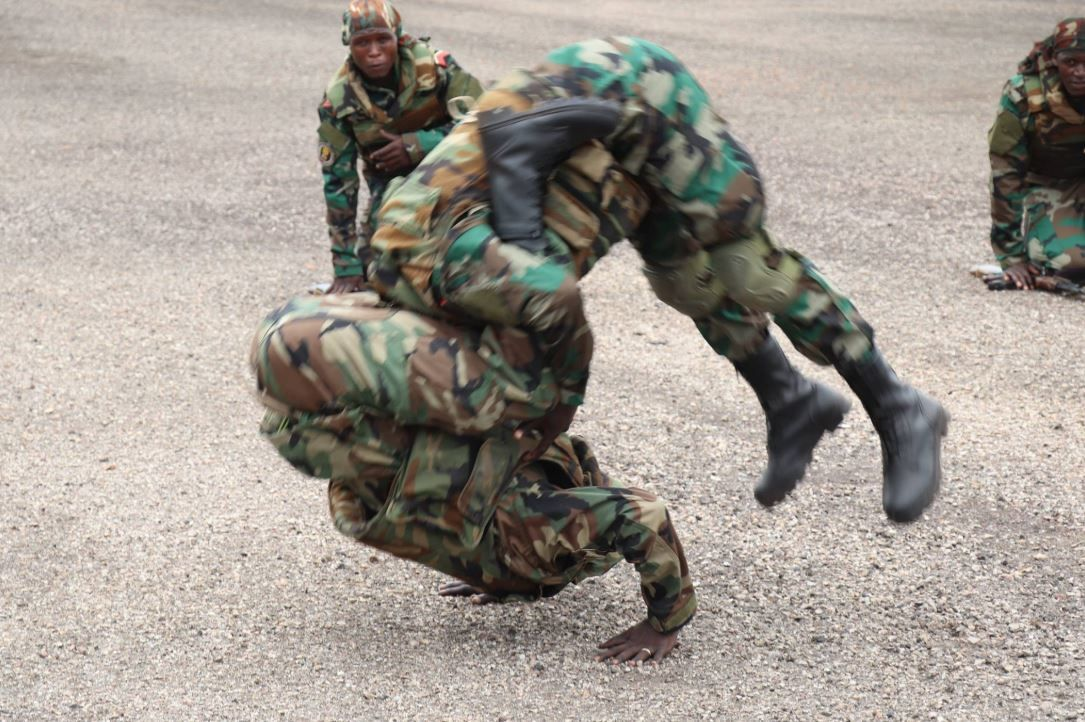 FIN DE FORMATION DE 400 SOLDATS FORMESPAR LES INSTRUCTEURS RUSSES A BERENGO.