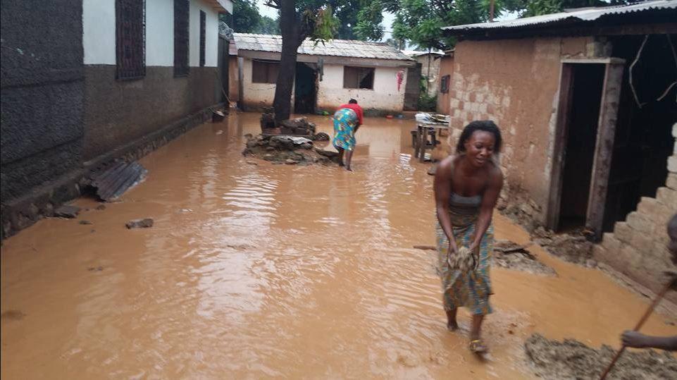 Trois morts et plus de 300 maisons effondrées après des pluies diluviennes à Bangui