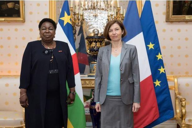 Mme Florence Parly reçoit son homologue Mme Marie Noelle Koyara