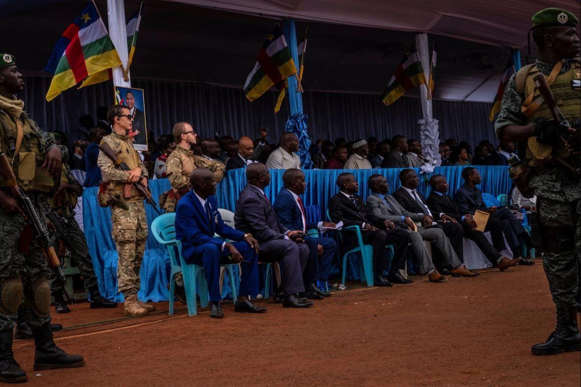 Gemmes, Seigneurs de guerre et Mercenaires: Le livre de jeu de la Russie en République centrafricaine