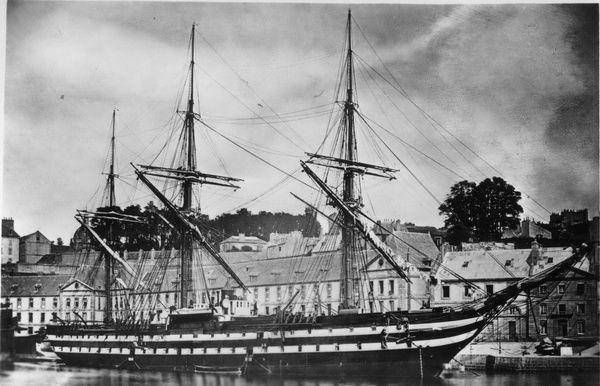 La Garonne est un transport-écuries de la classe Calvados