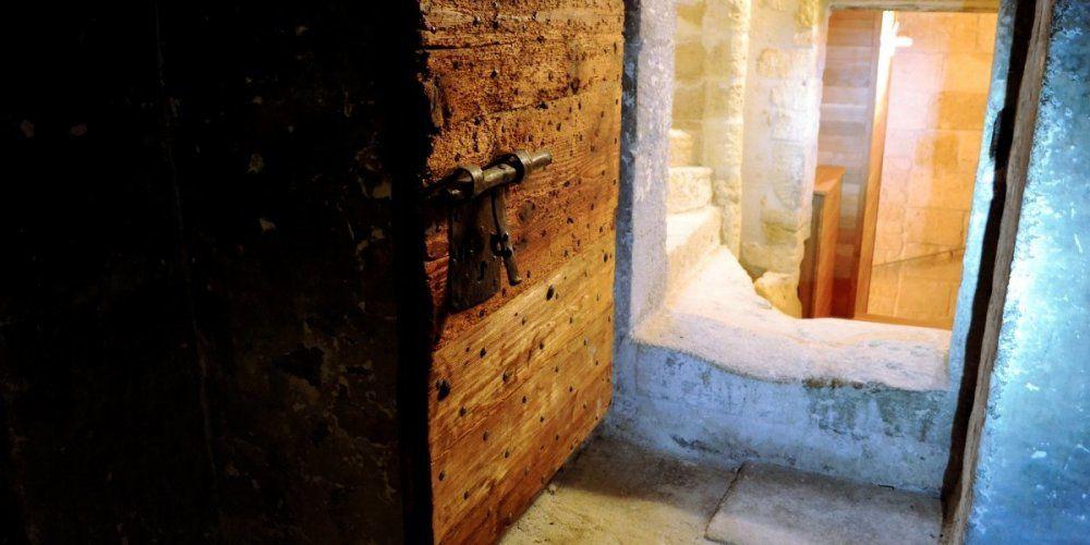 Poussez les portes des anciennes prisons. Ce sont les mêmes que celles qu'ont connu les derniers prisonniers en 1917. CAROLINE FROELIG