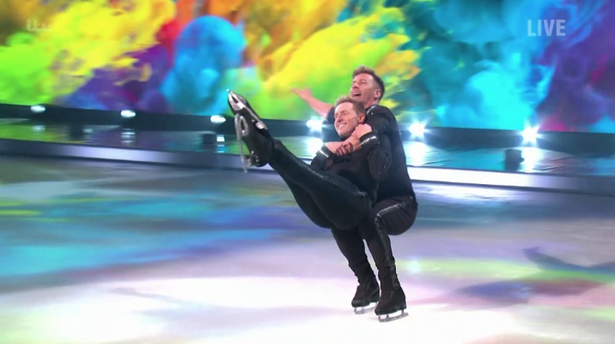Une danse incroyable entre Ian 'H' Watkins et Matt Evers sur dancing on the ice