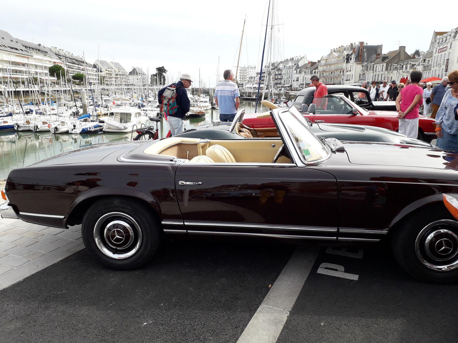 exposition de belles voitures au port du Pouliguen