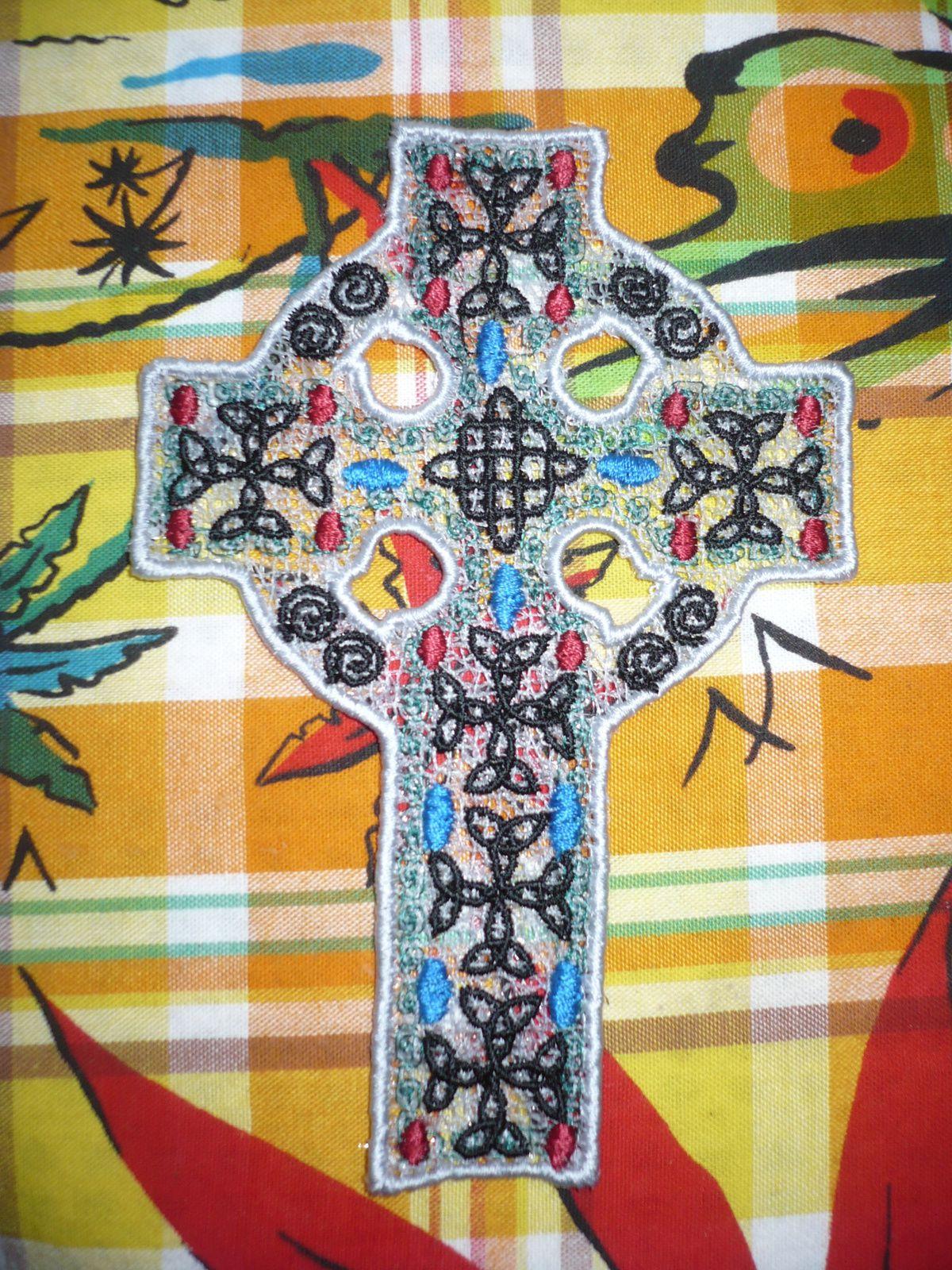 croix brodée