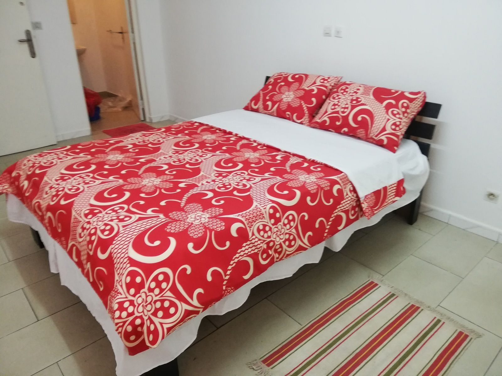 Appartement meublé de 2 pièces aux 2 plateaux Aghien, 35 000 f par jour. Possibilité de forfait.