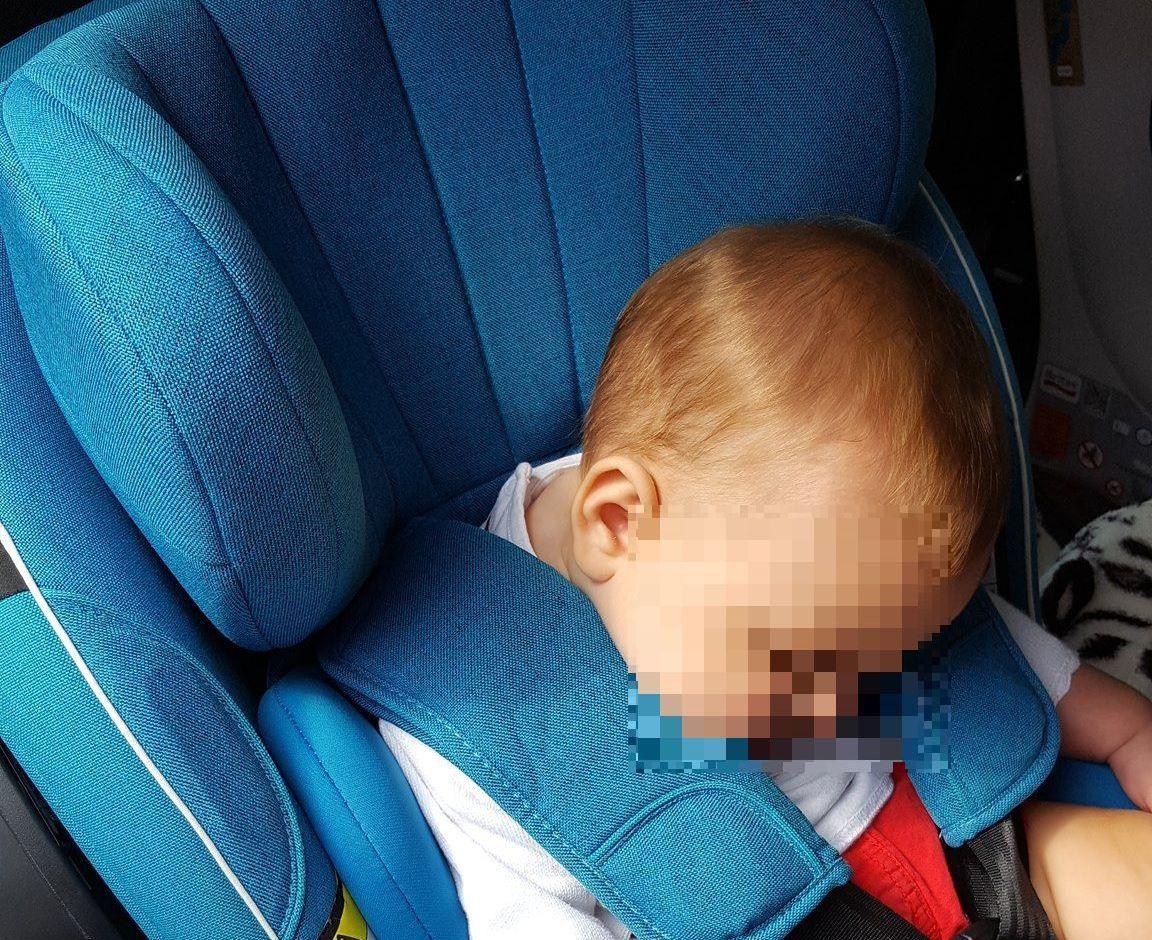 Eviter la tête qui tombe dans son siège auto, quelles solutions ?