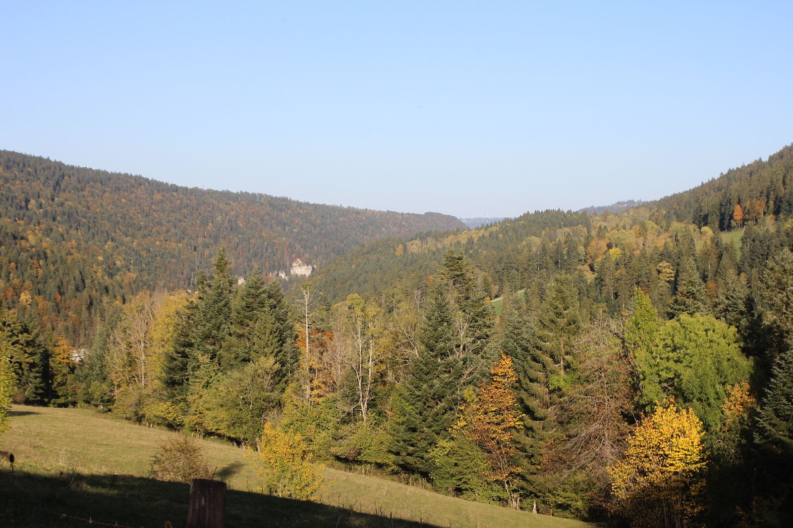 Le Chatelot ,Saut du Doubs,Le Chatelard, lac de Moron & retour au Chatelot